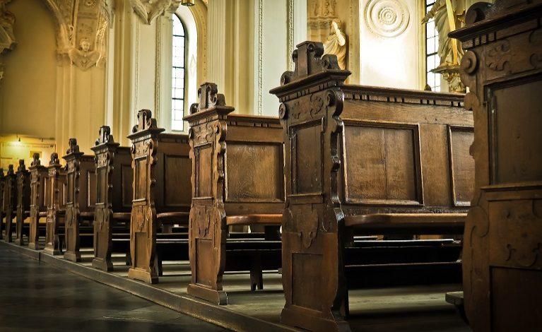 Premier: chcemy, żeby w kościołach mogła być wypełniona połowa miejsc