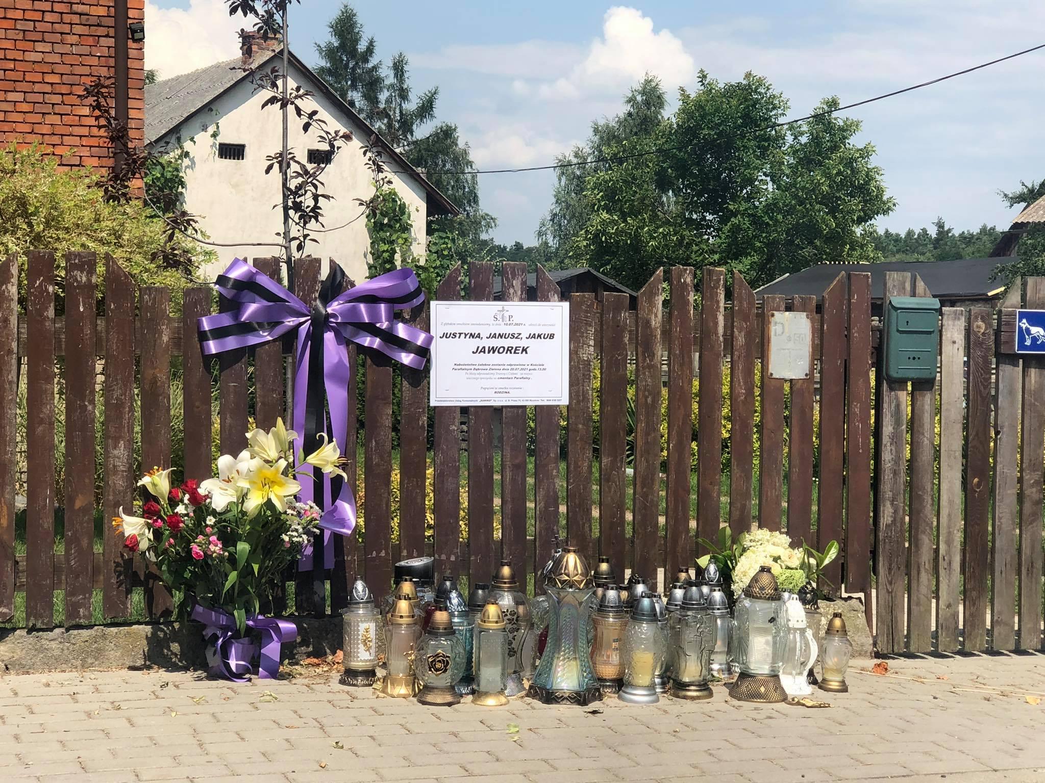 Borowce: pożegnanie zamordowanej rodziny