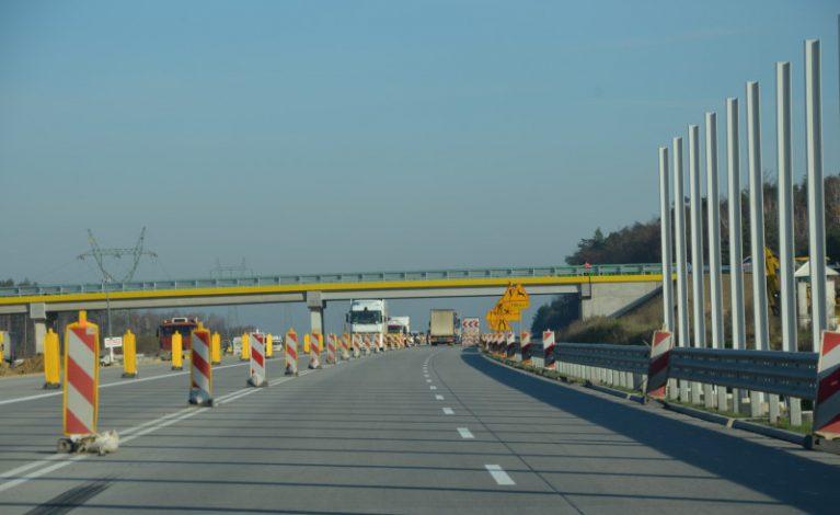 Betonowa jezdnia A1 coraz dłuższa
