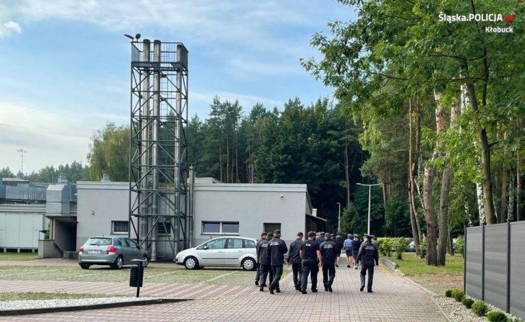 Podpalenie Centralnego Ośrodka Szkolenia Służby Więziennej w Kulach przez osadzonego. Ćwiczenia policji