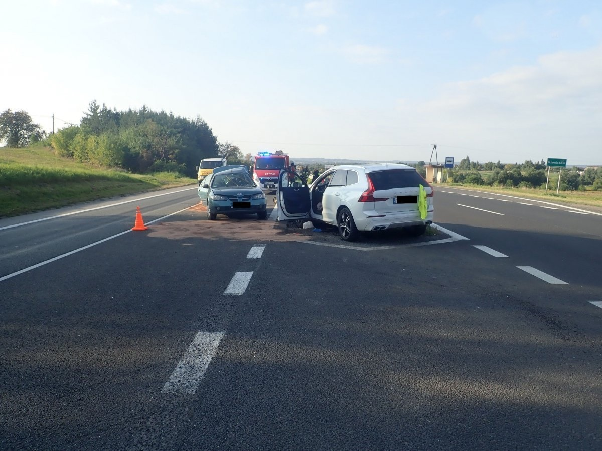 29-letni kierowca nissana nie ustąpił pierwszeństwa. Trafił do szpitala