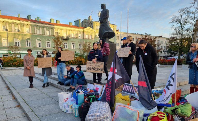 Plac Biegańskiego. Trwa zbiórka dla migrantów z Białorusi