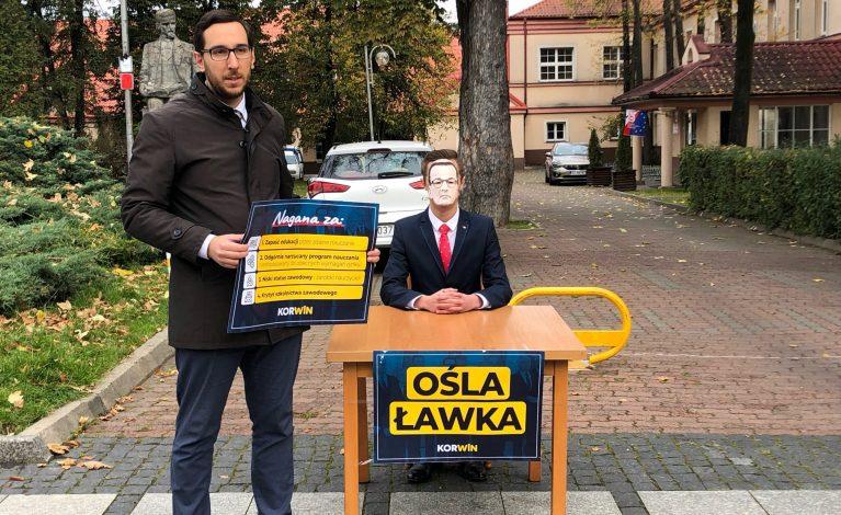 Korwiniści posadzili premiera Morawieckiego w oślej ławce